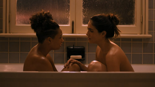 Sophie and Dani face each other in the bathtub and have a heart-to-heart talk.
