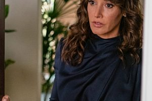 """Jennifer Beals as Bette in THE L WORD: GENERATION Q """"Lake House""""."""
